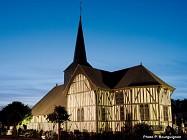 Les églises à pans de bois et vitraux